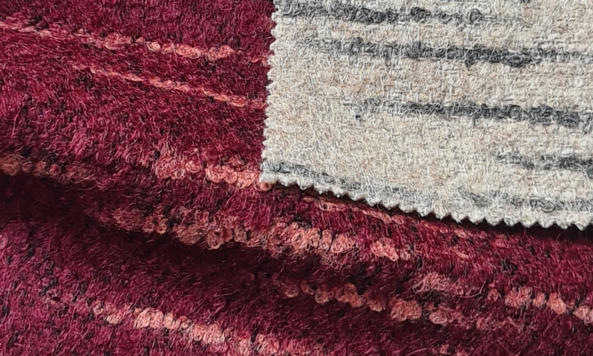 7578 chanel coat fabric WIDTH cm150 WEIGHT gr550 - gr366 square meter - COMPOSITION 45 wool 15 alpaca 10 mohair 10 polyammide 10 cotton 10 polyester - White 200mts – red 550mts
