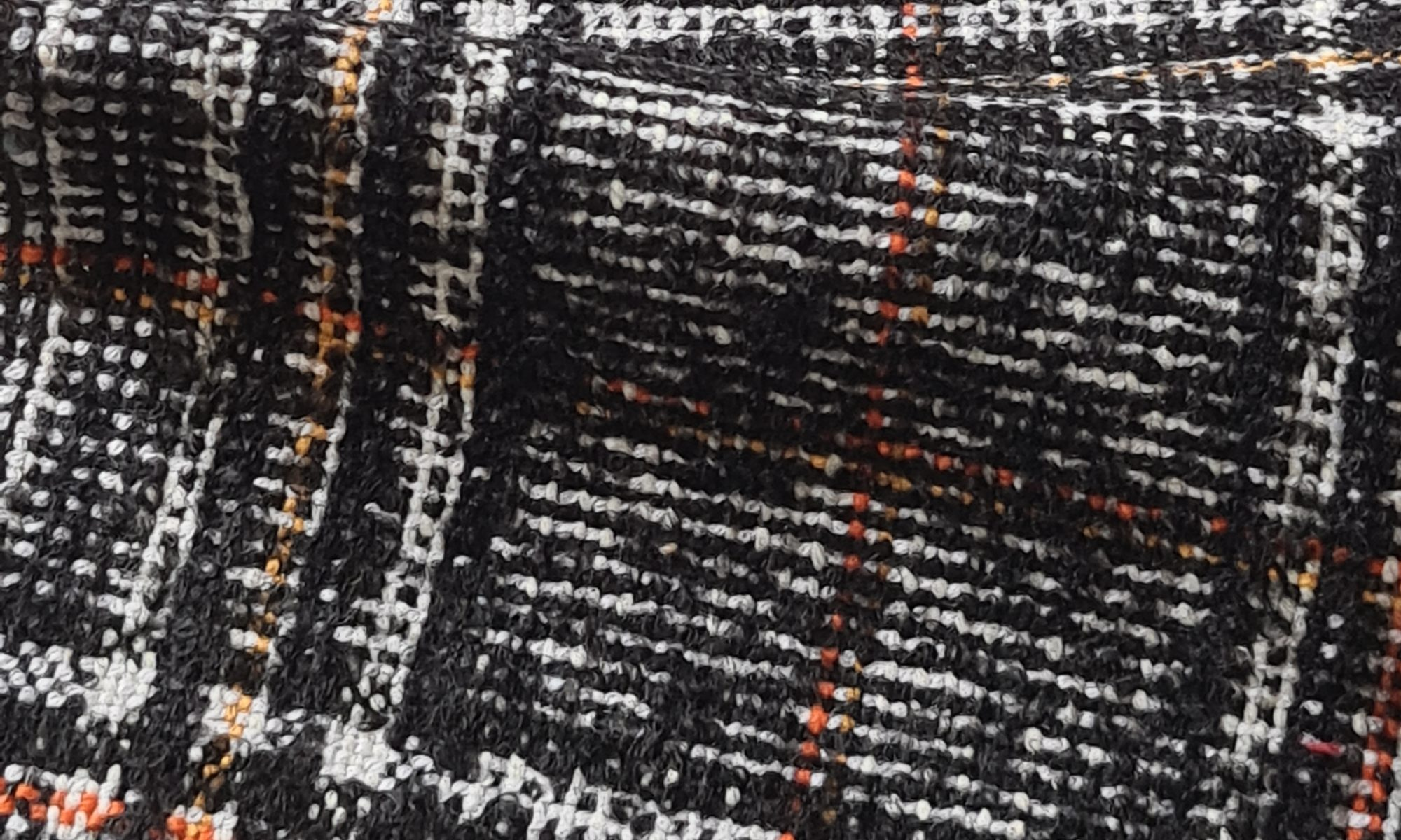 7590 tartan glen plaid black and white coat fabric WIDTH cm142 WEIGHT gr510 - gr359 square meter - COMPOSITION 70 wool 20 alpaca 5 cotton 5 others - 420mts