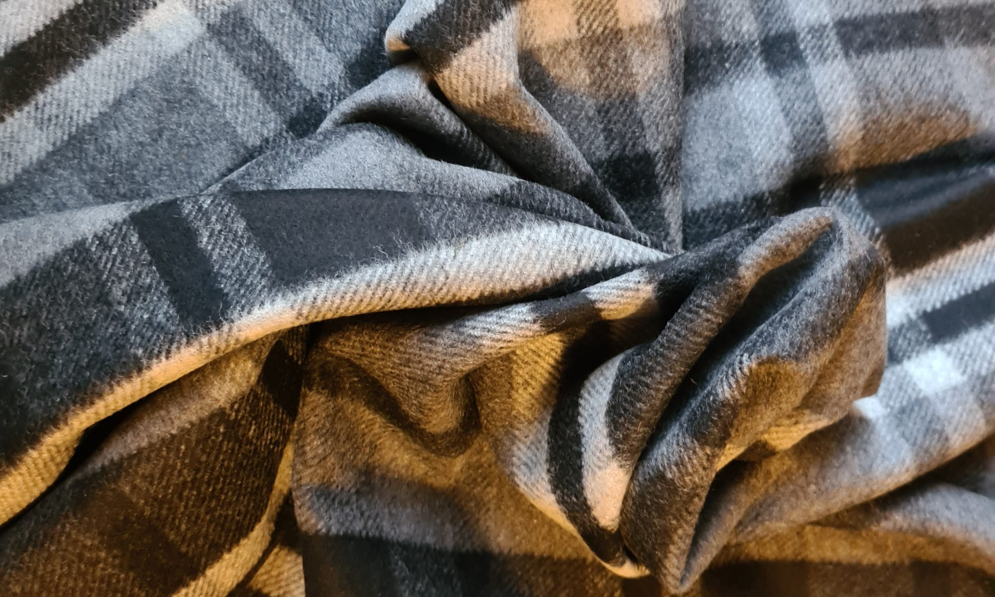 7700 maxi tartan wool coat fabric WIDTH cm150 WEIGHT gr480 - gr320 square meter - COMPOSITION 70 Wool 25 Polyester 5 Other - 150mts